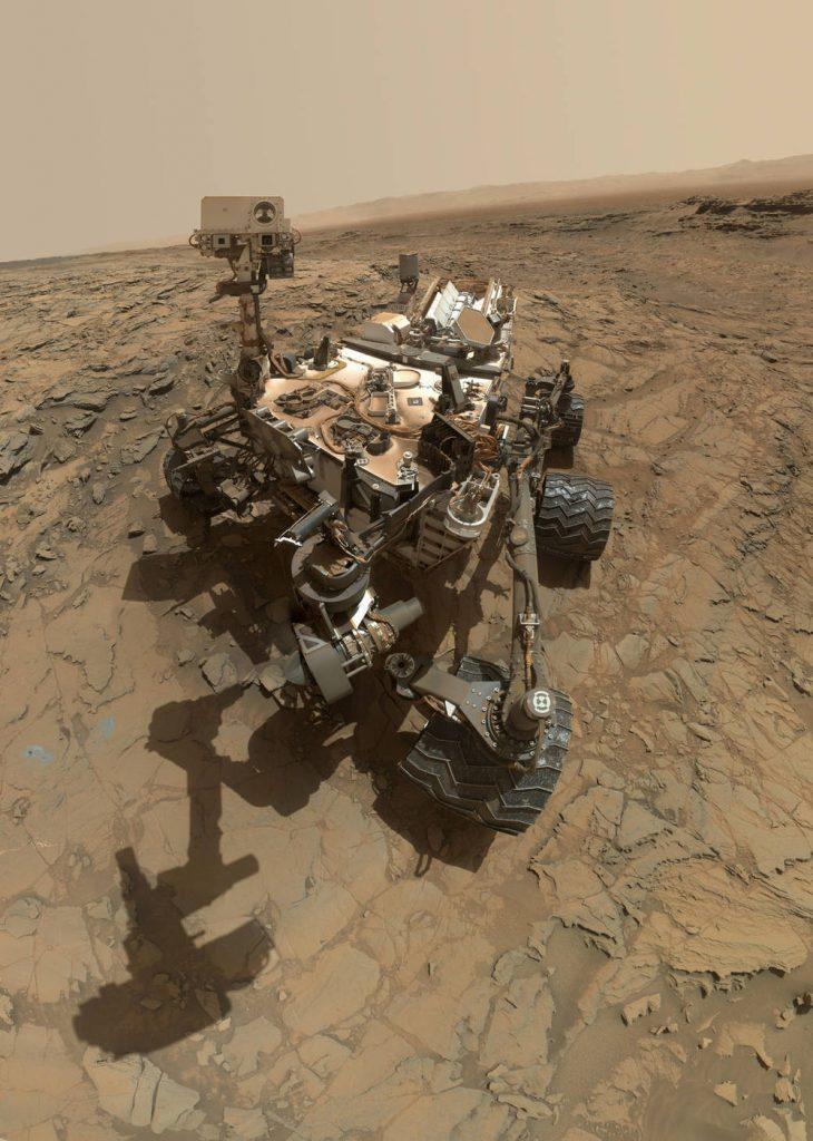 Obrázek: Vozítko Curiosity na Marsu stárne, začínají se mu rozpadat kola