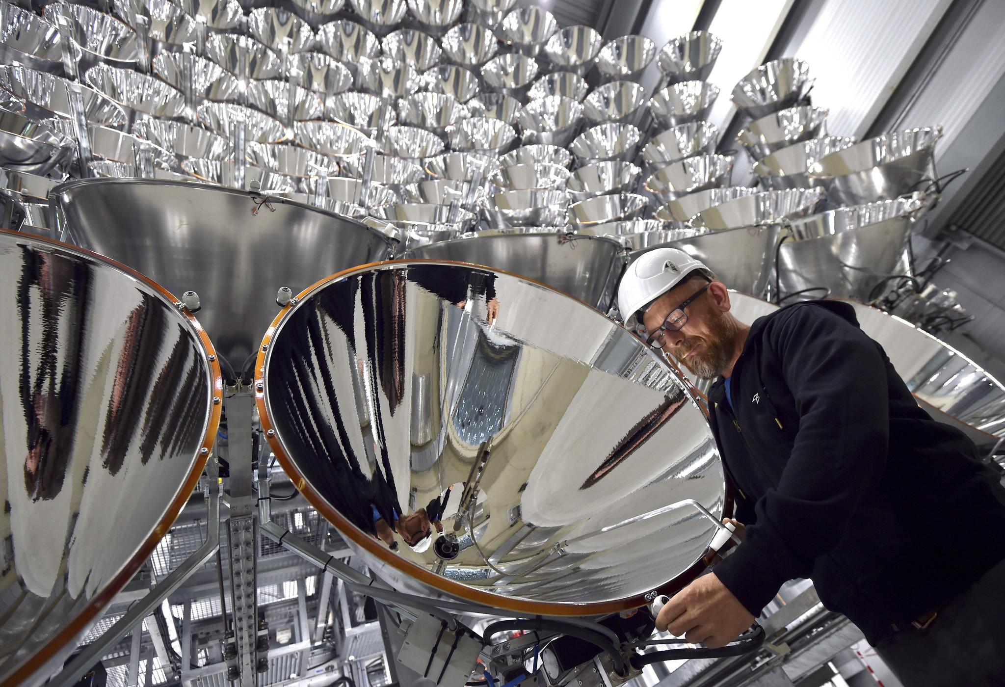 Obrázek: Němci zapnuli největší umělé Slunce. Umí vyrábět ekologické palivo z vody