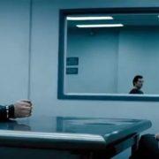 Obrázek: Slouží kriminalistům, šéfům i Kazmovi. Jak fungují polopropustná špionážní zrcadla?
