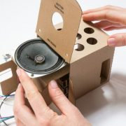 Obrázek: Chytrá hlasová asistentka pro každého, stačí levný minipočítač a krabice
