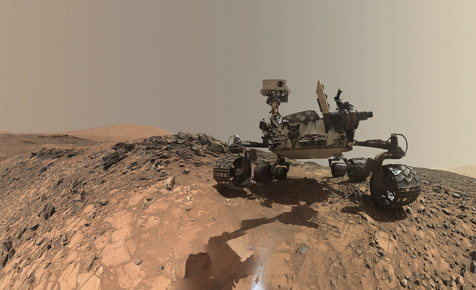 Obrázek: Život na Marsu hledáme na správném místě. Kráter, kde se prohání vozítko NASA, mohl být jeho líhní
