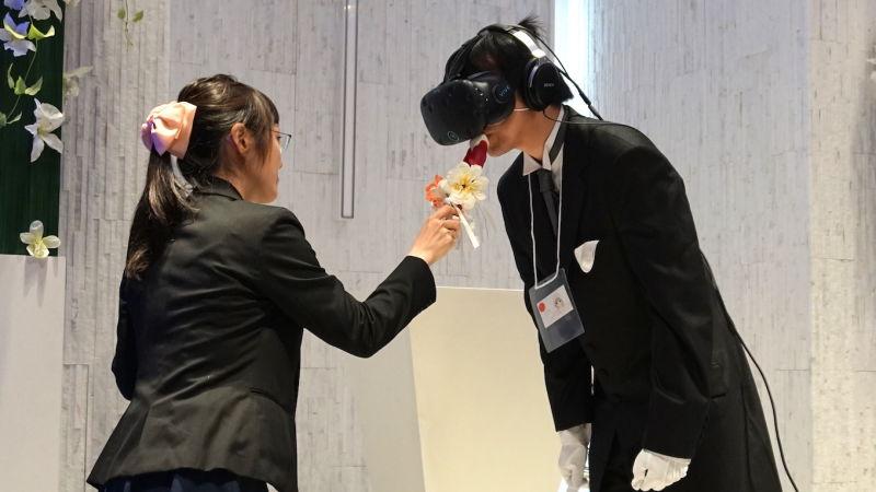 Obrázek: Podivné svatby v Japonsku: Mladí muži se žení ve virtuální realitě a berou si postavičky z her