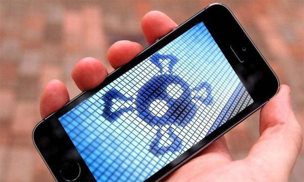 Obrázek: Odposlouchávají vás? Výměna rozbitého displeje u telefonu může být bezpečnostní hrozbou