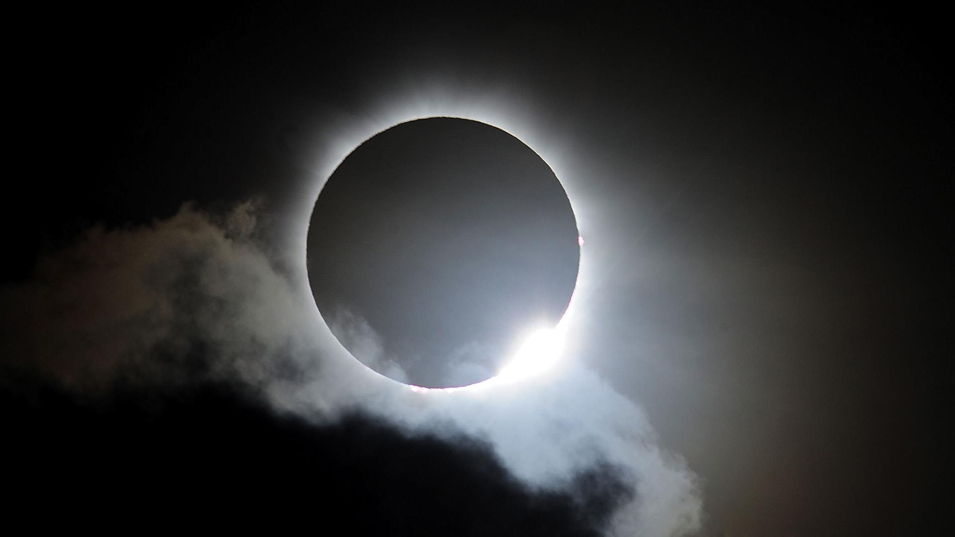 Obrázek: Úžasné záběry vesmírné stanice ISS: Během zatmění proletěla přes Slunce