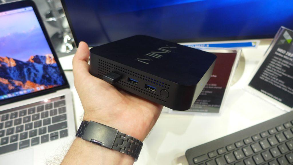 Obrázek: Výkonný minipočítač nepotřebuje napájecí kabel, díky USB-C jej stačí připojit k monitoru