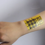 Obrázek: Chytrá kůže už umí měřit teplotu, vlhkost i tlak. Navíc se dokáže sama opravit