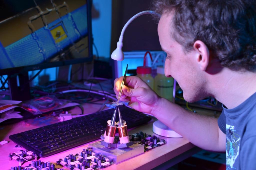 Obrázek: Unikátní mikropinzeta z ČVUT pomůže při odhalování rakoviny už z miniaturního vzorku krve