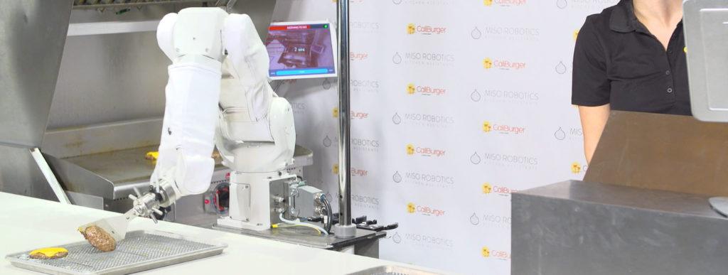 Obrázek: Studenty ve fastfoodech nahradí robot: Dokáže ovládat gril jako profesionál a neustále se zlepšuje!