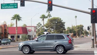 Obrázek: Automobil bez řidiče zabil chodce: Video z incidentu ukazuje pomalou reakci senzorů, ale i lidskou hloupost