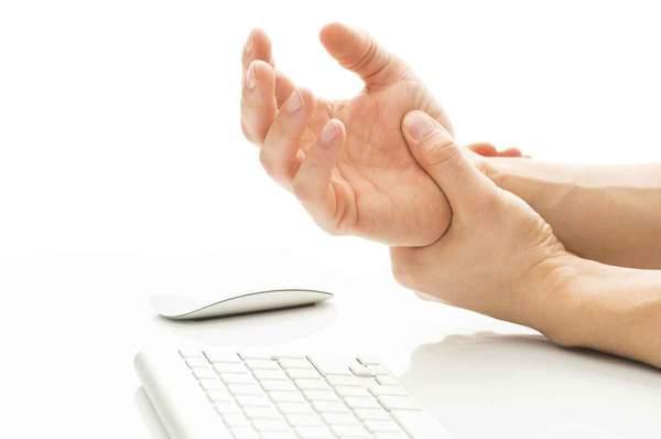 Obrázek: Syndrom počítačové myši tzv. myšitida trápí stále více lidí