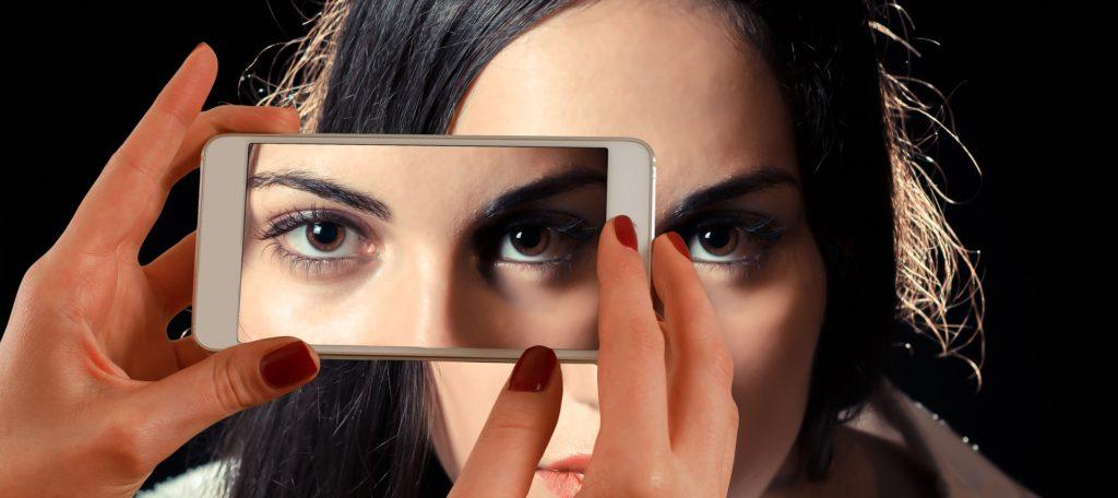 Obrázek: Zírání do monitoru zrak nepoškozuje, oči však unaví