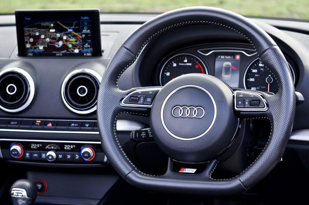 Obrázek: Důvěra v samořiditelná auta rychle klesá, lidé se obávají chyb a nehod