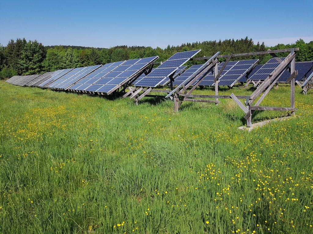 Obrázek: Ekologie cestou kúsporám? Obnovitelná energie je drahá, ale snižuje náklady na zdravotní péči