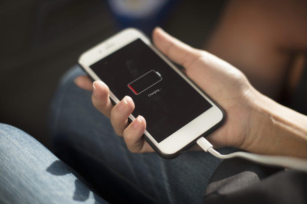 Obrázek: Stonásobná výdrž smartphonu? Nový magnetický materiál může výrazně zvýšit životnost baterie