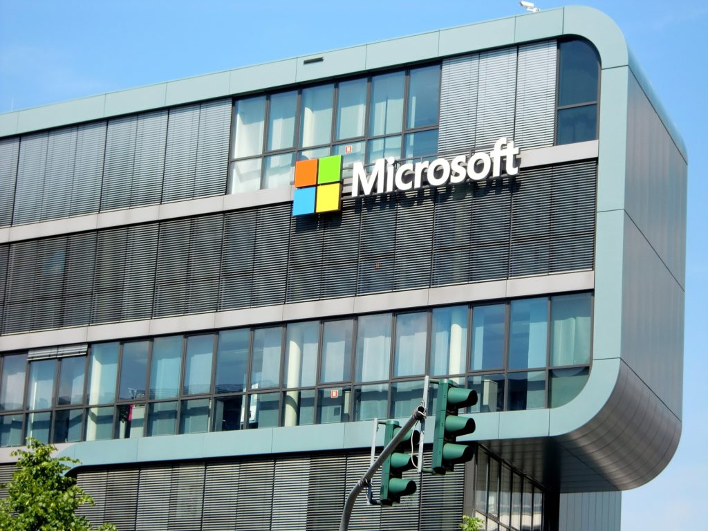 Obrázek: Jaká je důvěra v technologické společnosti? Američané věří Microsoftu a Amazonu, brojí proti Facebooku.