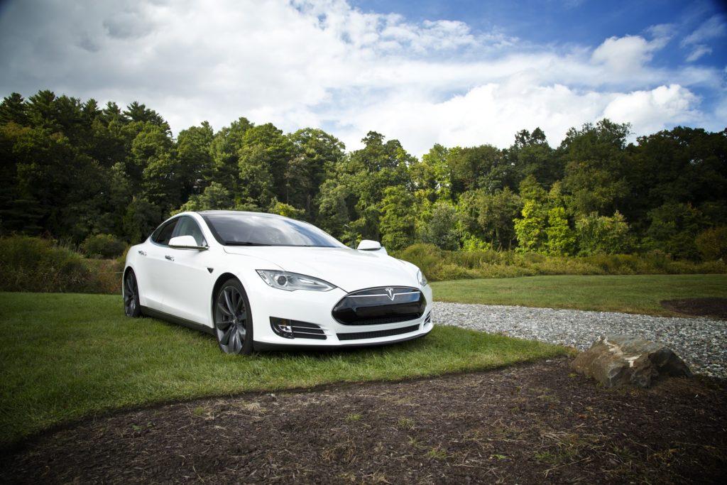 Obrázek: Kupujte náš software, cizí může selhat, varuje Tesla své zákazníky
