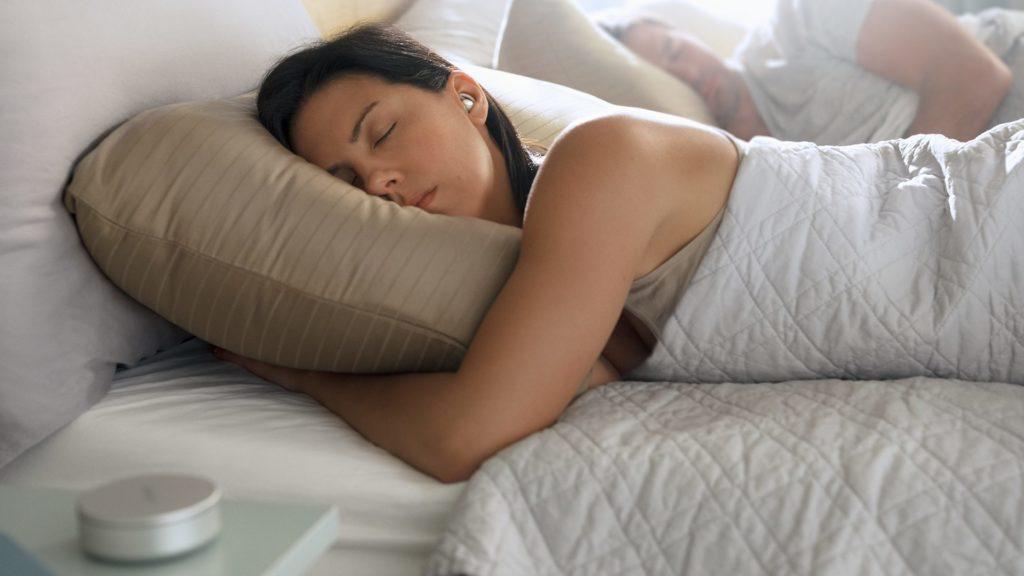 Obrázek: Bezdrátová sluchátka, která nepřehrají hudbu. Bose představuje Sleepbuds