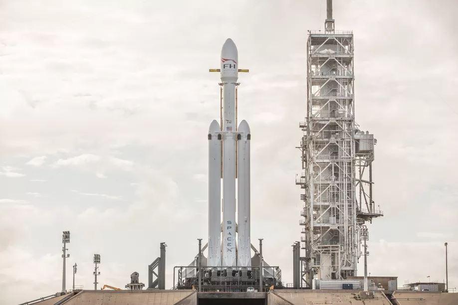 Obrázek: SpaceX získalo cenný kontrakt, tajný vojenský satelit vynese do vesmíru Falcon Heavy