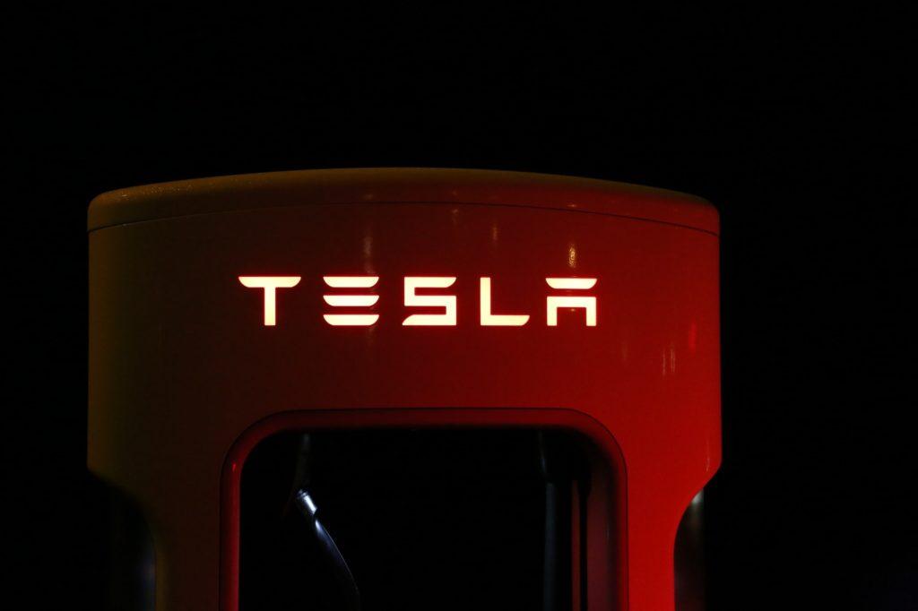 Obrázek: Velká pokuta pro Teslu, softwarová aktualizace snížila životnost baterie