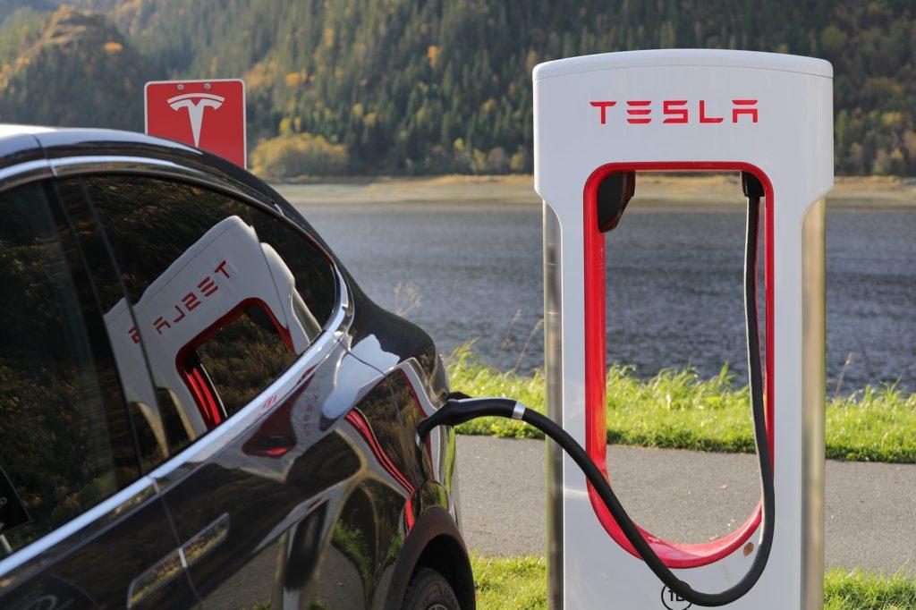 Obrázek: Tesla konečně vydělává, přežije automobilka Elona Muska?