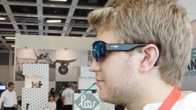 Obrázek: Hudbu uslyšíte skrze lebku: Nové sportovní brýle ukrývají sluchátka, která nezakrývají uši