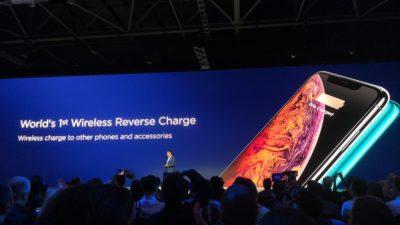 Obrázek: Vybil se vám iPhone nebo hodinky a nemáte nabíječku? Přiložte jej zády k Huawei Mate 20 Pro