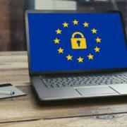 Obrázek: Polsko se bouří: Kontroverzní evropskou směrnici o autorském právu dává k soudu