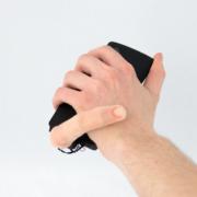 Obrázek: Robotický prst vám posune smartphone i pohladí ruku. MobiLimb připomíná experiment šíleného vědce