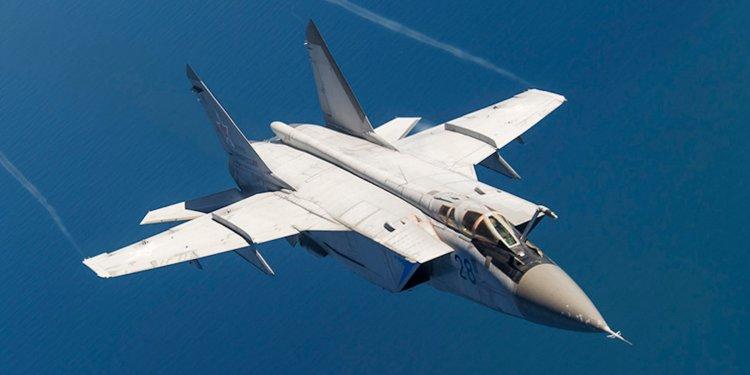 Obrázek: Ruská stíhačka Mig-31 spatřena s neznámou zbraní, ničit má satelity