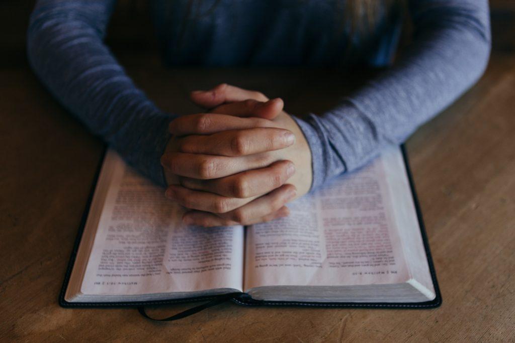 Obrázek: Modlení místo mlácení: křesťané chytají biblické svaté jako pokémony