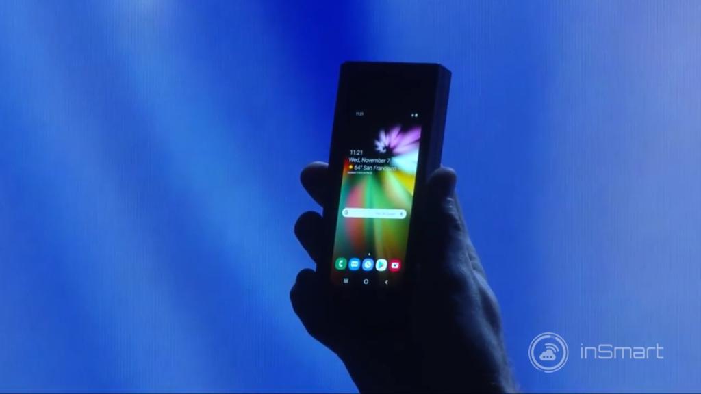 """Obrázek: Revoluční skládací telefon s ohebným displejem od Samsungu. Ze 4,6"""" telefonu uděláte 7,3"""" tablet"""
