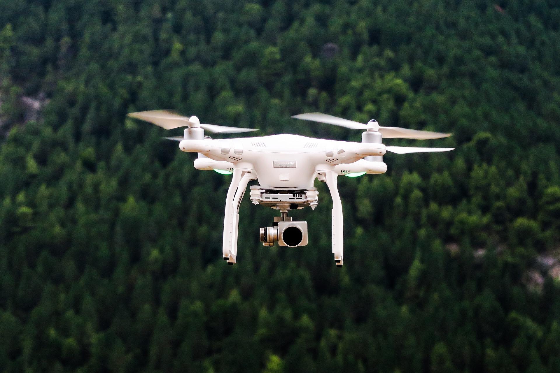 Obrázek: Dron umí uhnout letícímu míči i ptákům. Novou úroveň obratnosti představili vědci z Curyšské univerzity