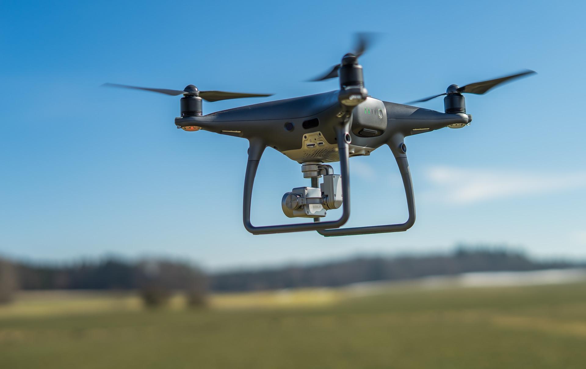Obrázek: Sdrony nejsou žerty. Muž sKalifornie čelí hrozbě vězení za srážku dronu spolicejní helikoptérou