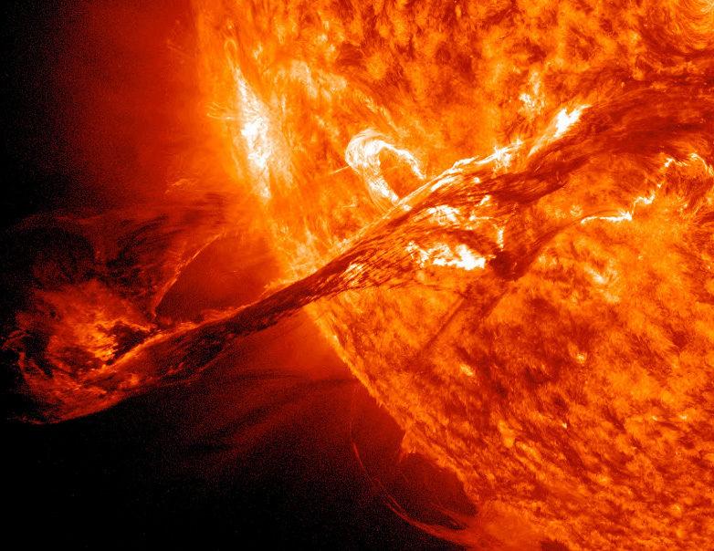 Obrázek: Ohnivé vlny na povrchu Slunce: 11letý solární cyklus skončí už příští rok