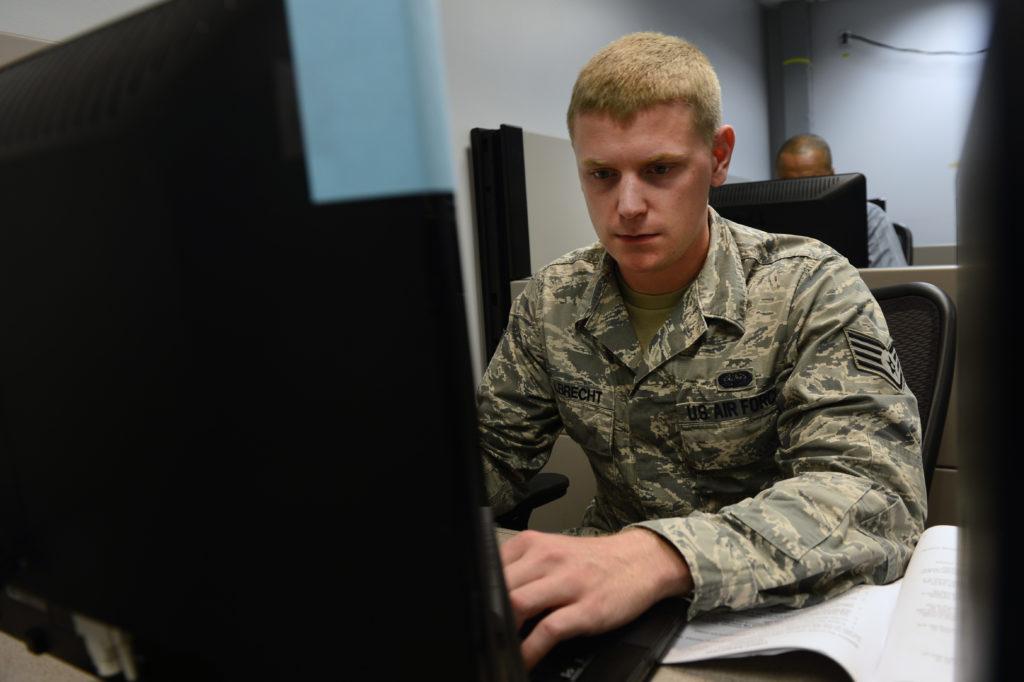 Obrázek: Závody ve zbrojení: Máme nástroje na kybernetickou válku, varují USA Ruskou federaci