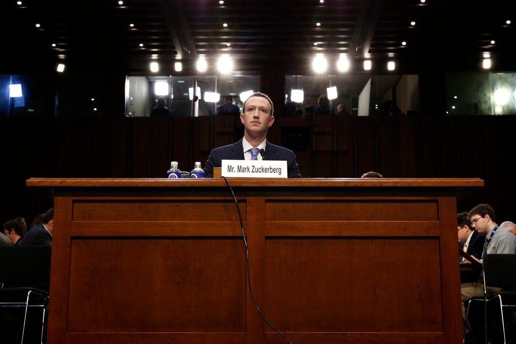 Obrázek: Facebook v krizi: Sociální síť měla dát přístup k soukromým zprávám uživatelů Netflixu i Spotify