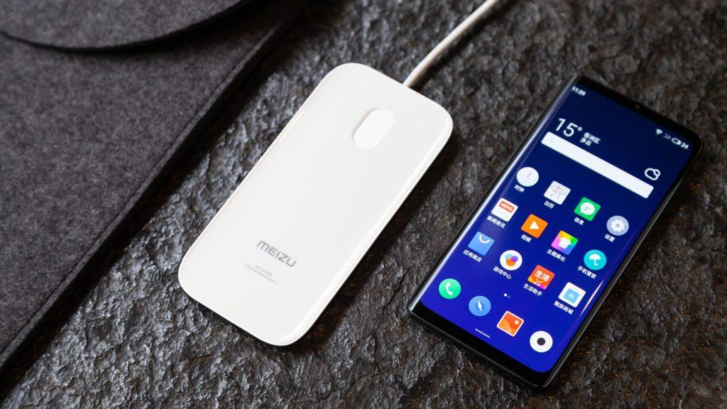 Obrázek: Telefony budoucnosti nemají konektory, reproduktory, ani tlačítka