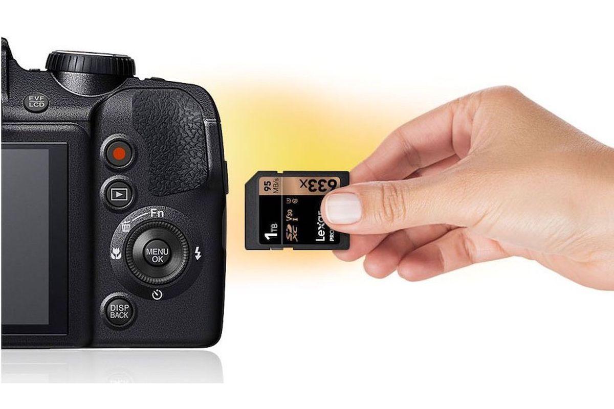 Obrázek: Za 15 let jsou paměťové karty 1000x větší: První paměťová karta na světě uchová miliony fotek