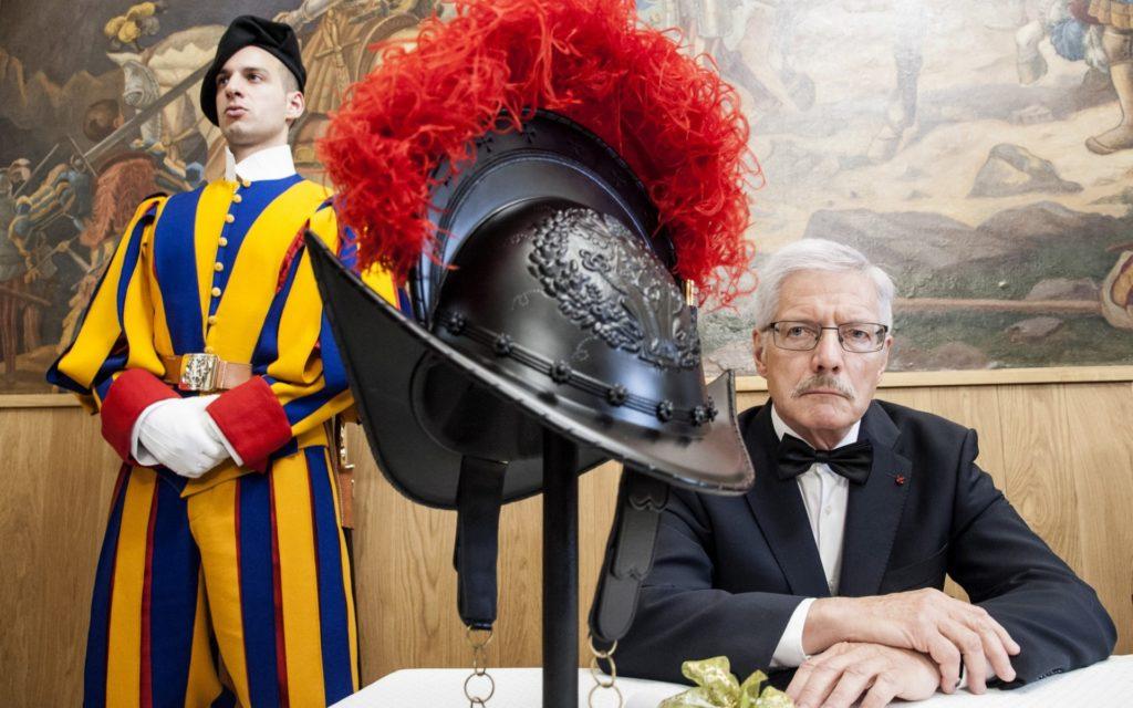 Obrázek: Švýcarská garda má přilby z 3D tiskárny: jsou levnější, lehčí a nepřehřívají se