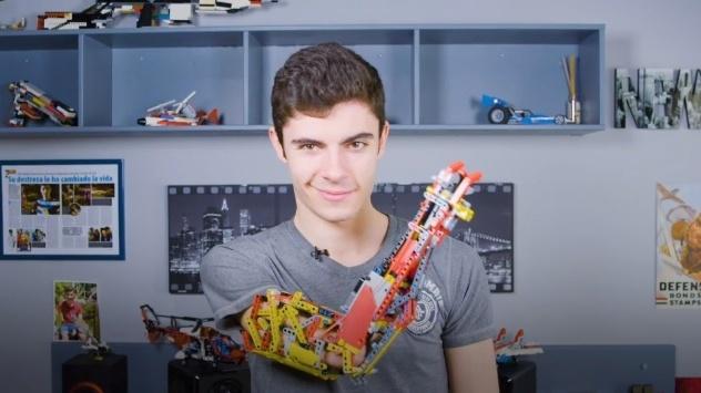 Obrázek: Skutečný Iron Man: Devatenáctiletý student si postavil funkční robotickou paži z Lega