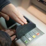 Obrázek: Programátor našel chybu v bankomatu, domů si odnesl milion dolarů. Banka mu odpustila