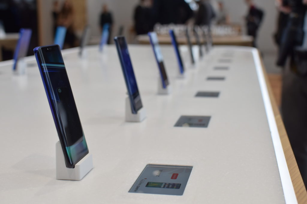 Obrázek: Huawei 30. 3. otevřel první kamenný obchod a nabídl P20 Pro jen za 10 tisíc