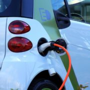 Obrázek: Evropské automobilky Covid zasáhl, ale elektrickým vozům se daří