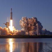 Obrázek: Raketa Falcon Heavy od SpaceX v pátek slavila úspěšný návrat, pak zasáhla příroda