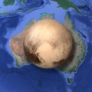 Obrázek: Jak malé je doopravdy Pluto? Menší než Austrálie i Měsíc