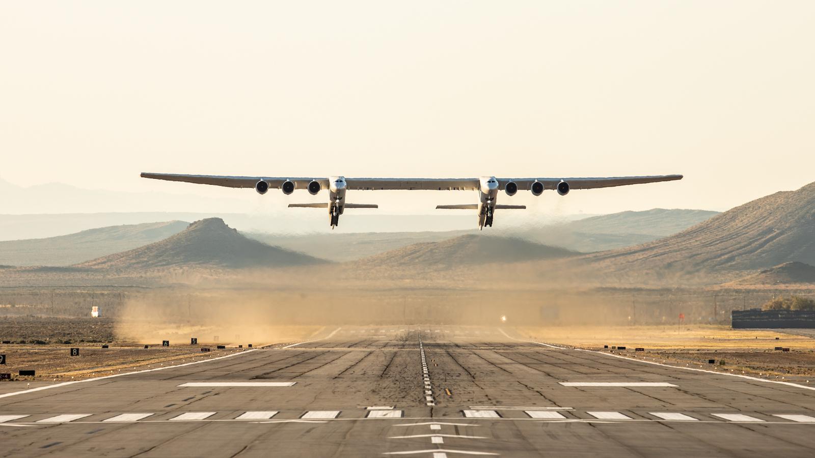 Obrázek: Jedinečný pohled: Největší letadlo na světě Stratolaunch poprvé vzlétlo