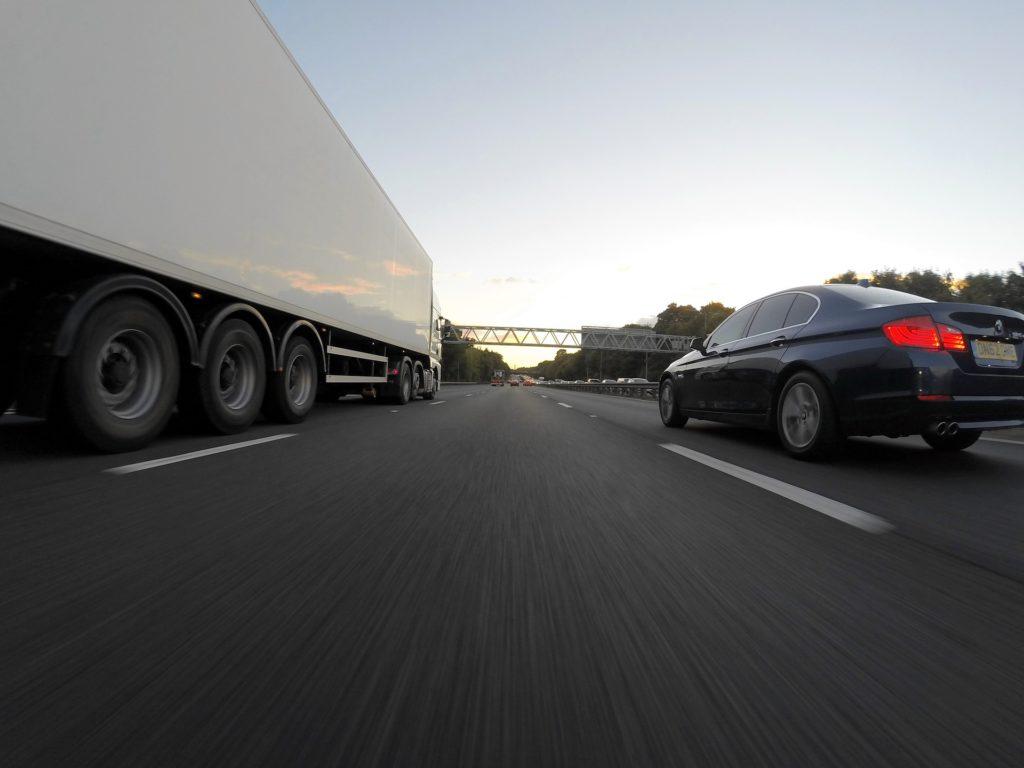 Obrázek: Německo na pětikilometrovém úseku testuje elektrickou dálnici pro kamiony