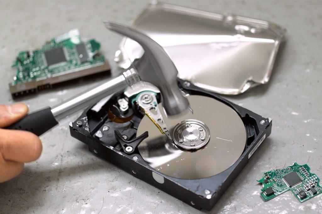 Obrázek: Obyčejné smazání nestačí, data dokáže obnovit kdokoli: Jak bezpečně smazat soubory a zničit pevný disk?