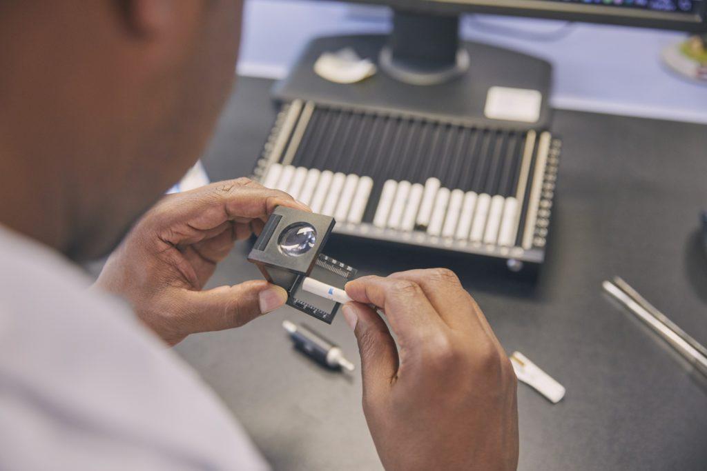 Obrázek: Jak se vyrábí náplně pro bezdýmný IQOS a proč má být oproti cigaretám méně škodlivý?