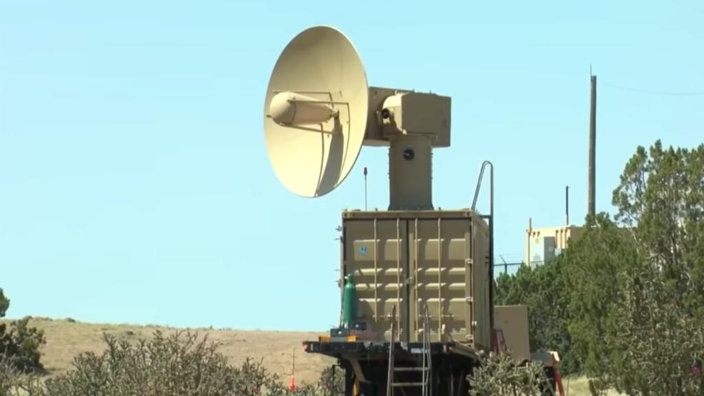 Obrázek: Letectvo USA má zbraň na hromadnou destrukci dronů: Mikrovlnný systém THOR